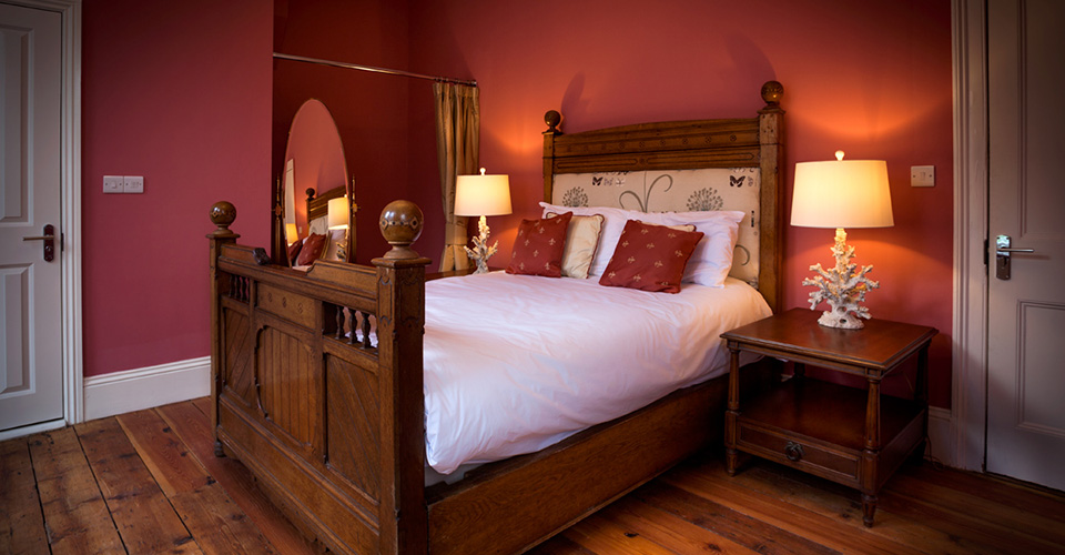 Image2.-Double-bed-red-boutique