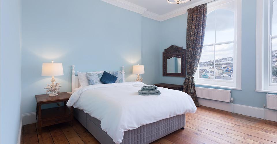 Image3.-Blue-double-bed-boutique